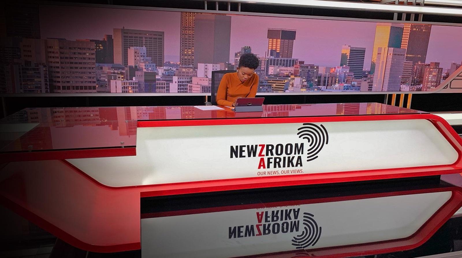 Newzroom Afrika anchor desk