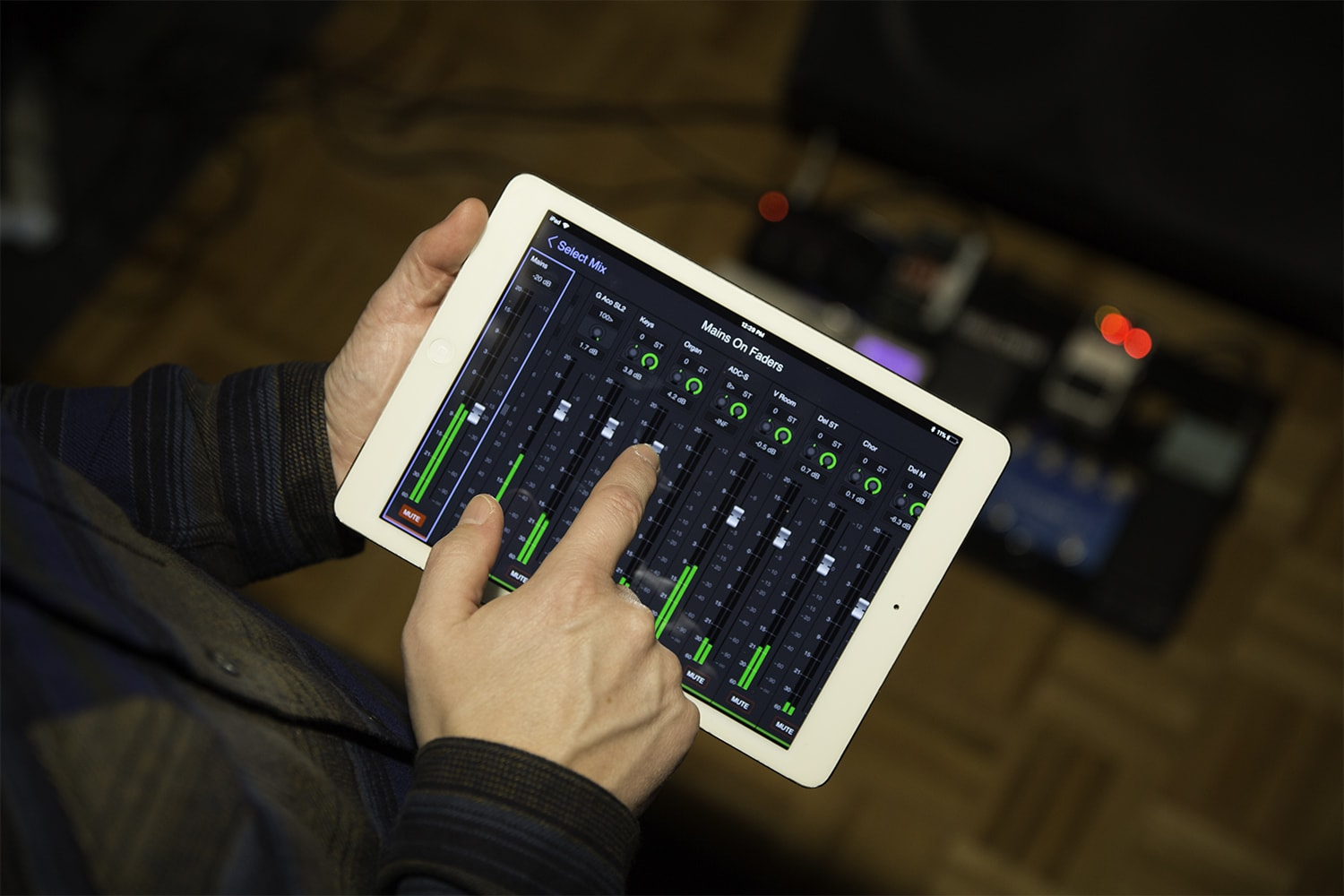 Remote monitor app for Avid VENUE S6L digital audio mixers