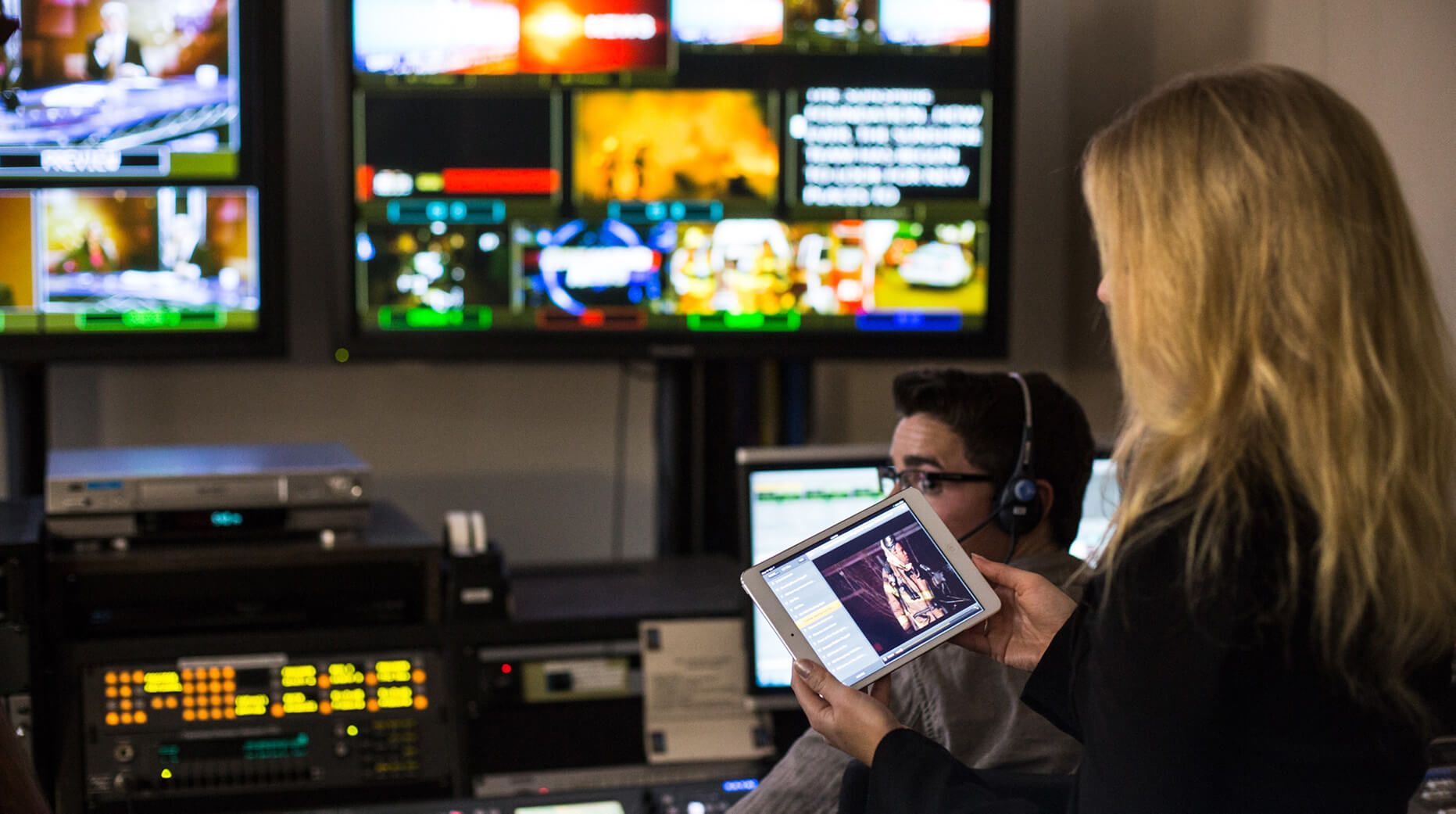 tailoring broadcast news for social distribution